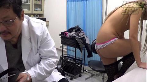 流氓醫生幫懵懂少女看穴(無碼)