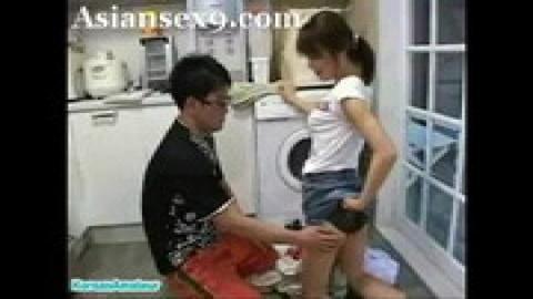 趁女友在洗衣服猴急亂摸挑逗(無碼)