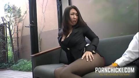 好色老闆狂摸豐滿女秘書(無碼)