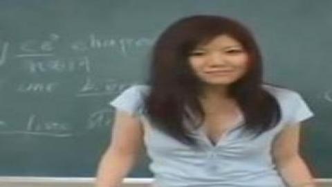 英語老師有著美好的身材我忍不住射了