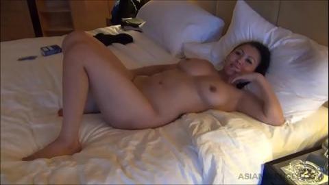 出差酒店美女光著身子躺我床上(無碼)
