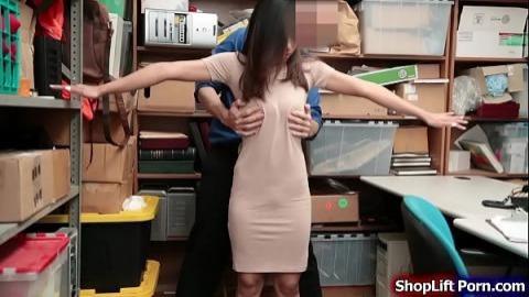 女顧客偷東西把她全身摸了(無碼)