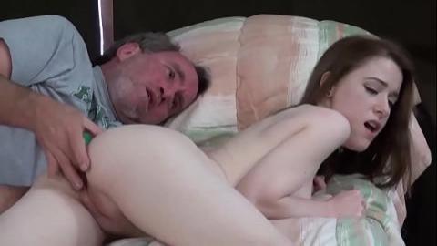 乾爹包養乾女兒享受年輕身體(無碼)